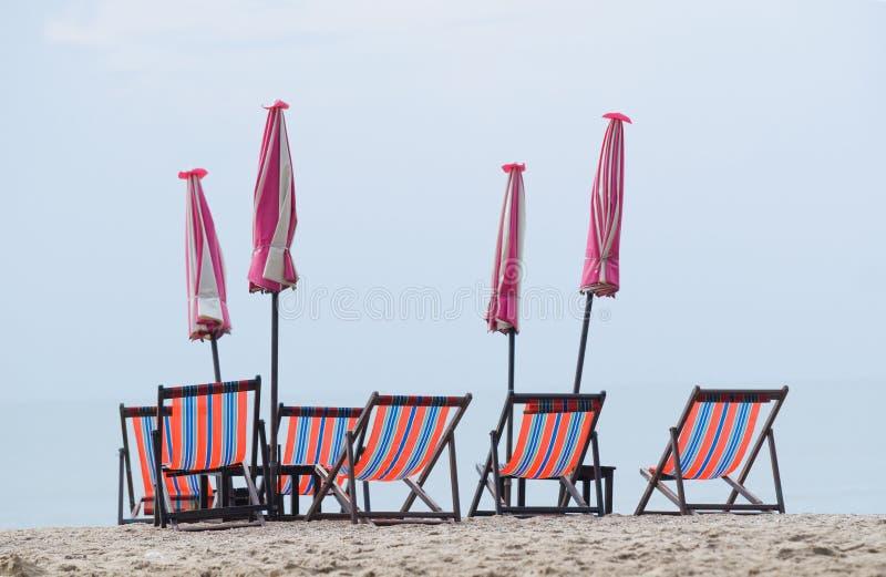 plaża przewodniczy parasols obrazy stock
