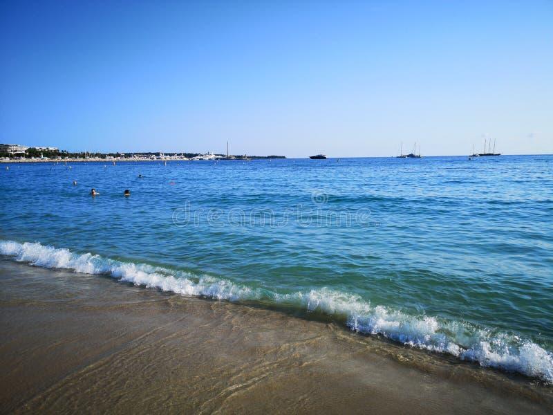 Plaża w Cannes mieście, d& x27; azur wybrzeże, Francja zdjęcie stock