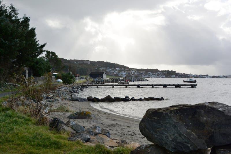 Plaża w Hafrsfjord Stavanger Rogaland okręg administracyjny Norwegia obrazy royalty free