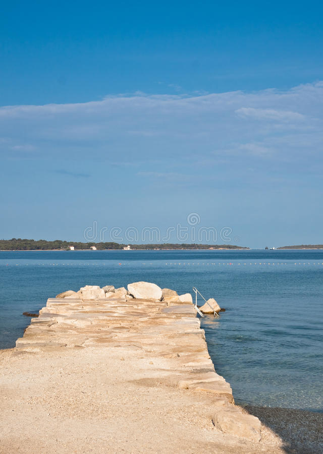 Plaża w wczesnym poranku. Istria, Chorwacja zdjęcie royalty free