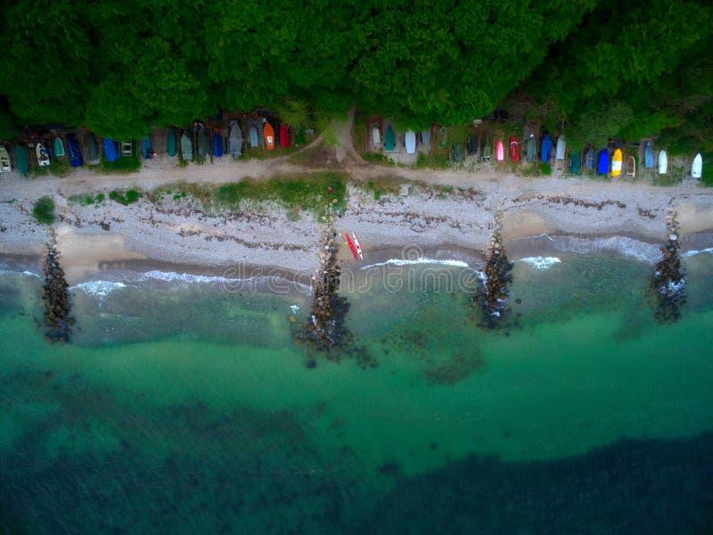 Plaża z czółnami zdjęcia stock