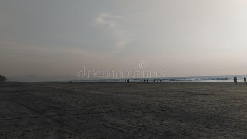 Plaża z piękną zmierzch pogodą zdjęcia stock