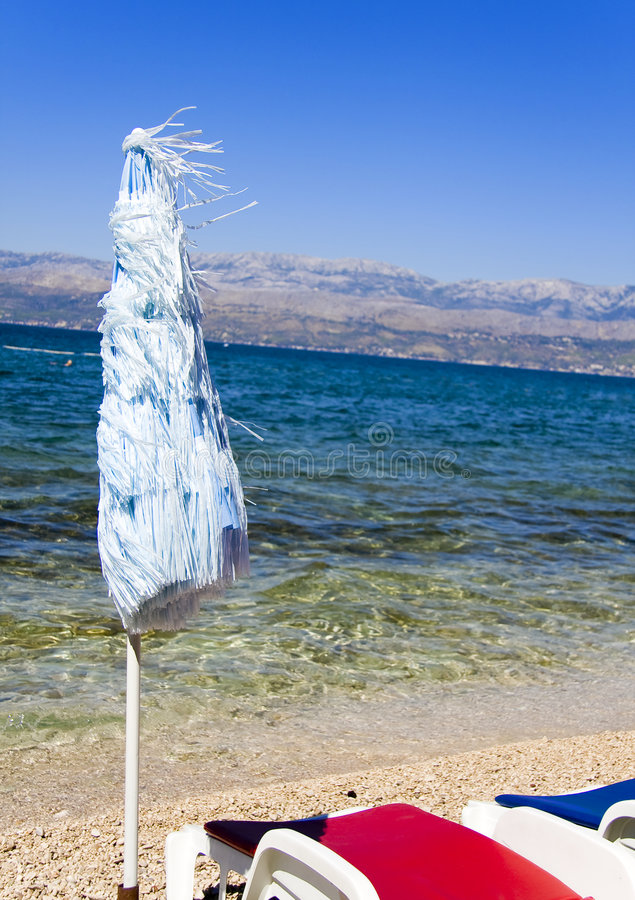 plaża związany parasolkę zdjęcie stock