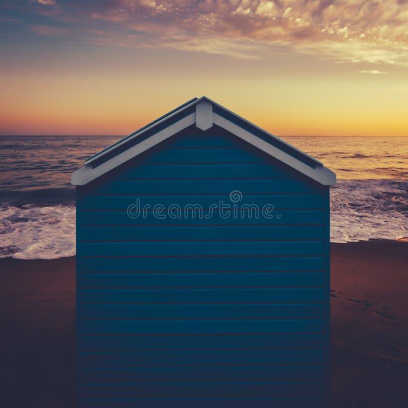 Plażowa buda przy zmierzchem zdjęcie royalty free