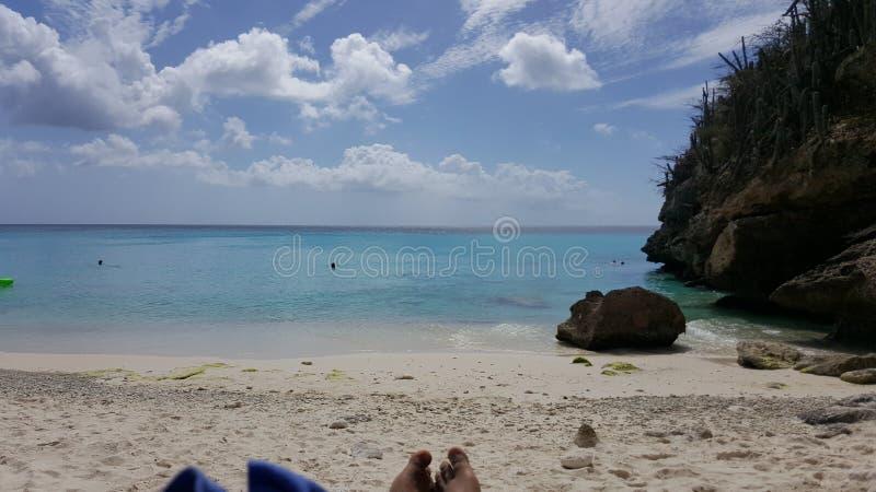 plażowa dzień dziewczyny mała przyglądająca woda zdjęcia stock