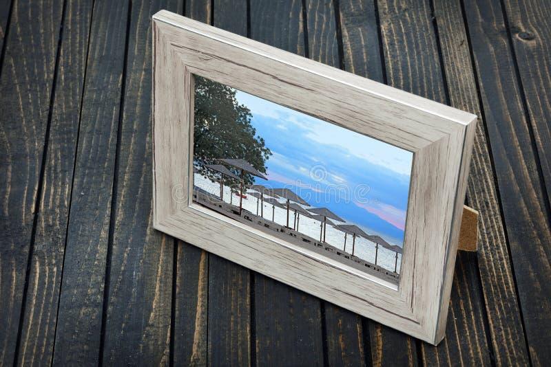 Plażowa fotografia na stole zdjęcie stock