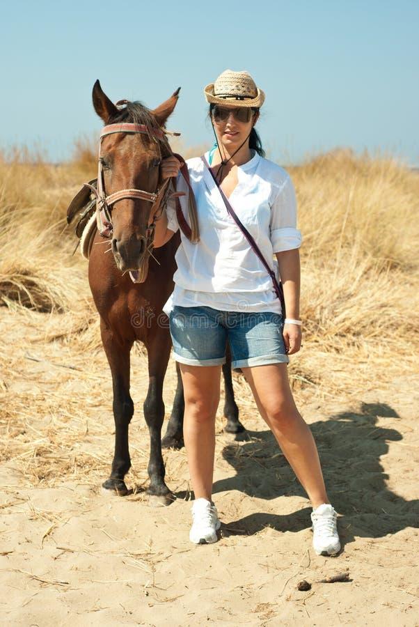 plażowa końska kobieta zdjęcie stock