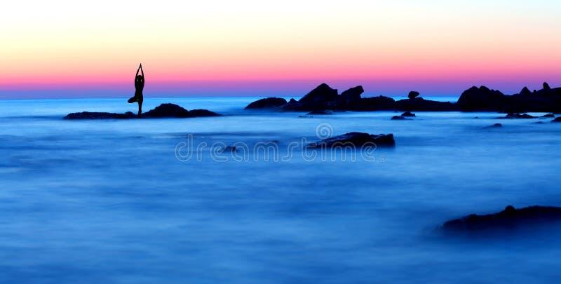 plażowa medytacja obrazy royalty free