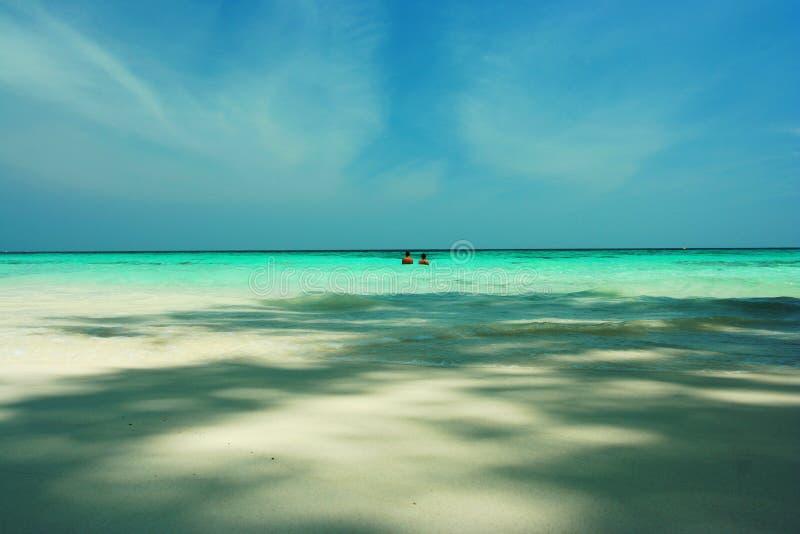 Plażowa para, lato podróż w Tajlandia zdjęcie stock