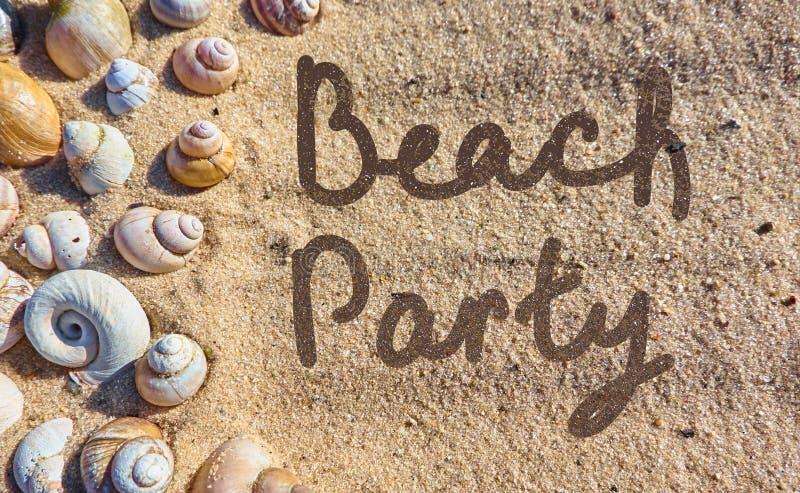 Plażowa partyjna ręka rysująca na piasku zdjęcie royalty free