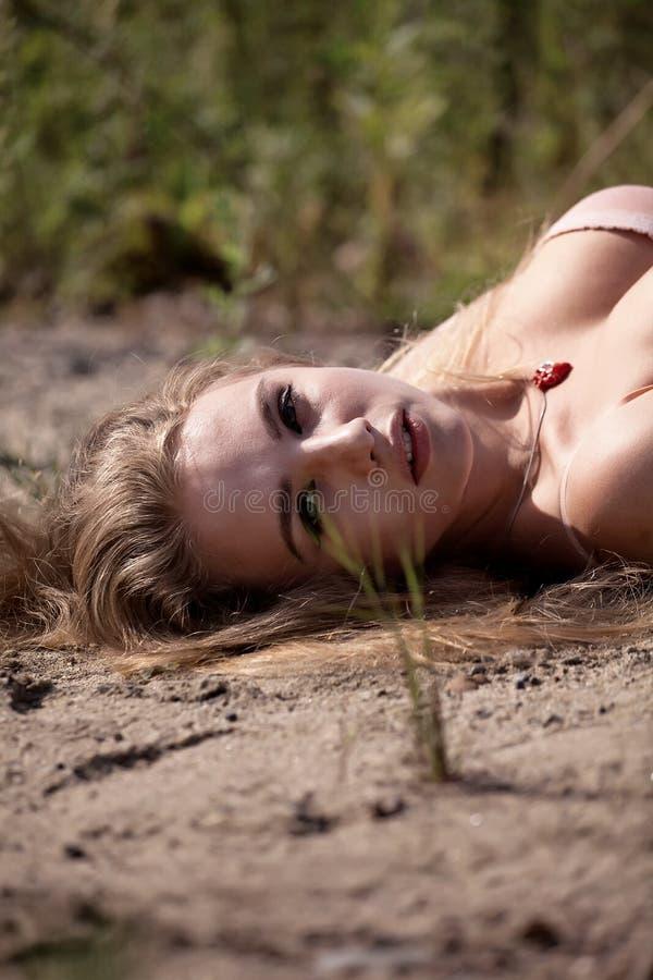 plażowa piękna kobieta zdjęcia stock