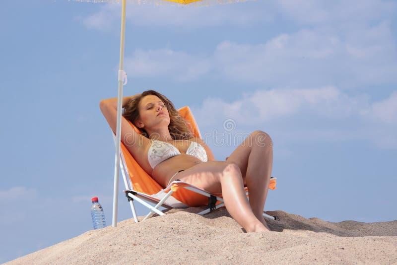 plażowa relaksująca kobieta obraz royalty free