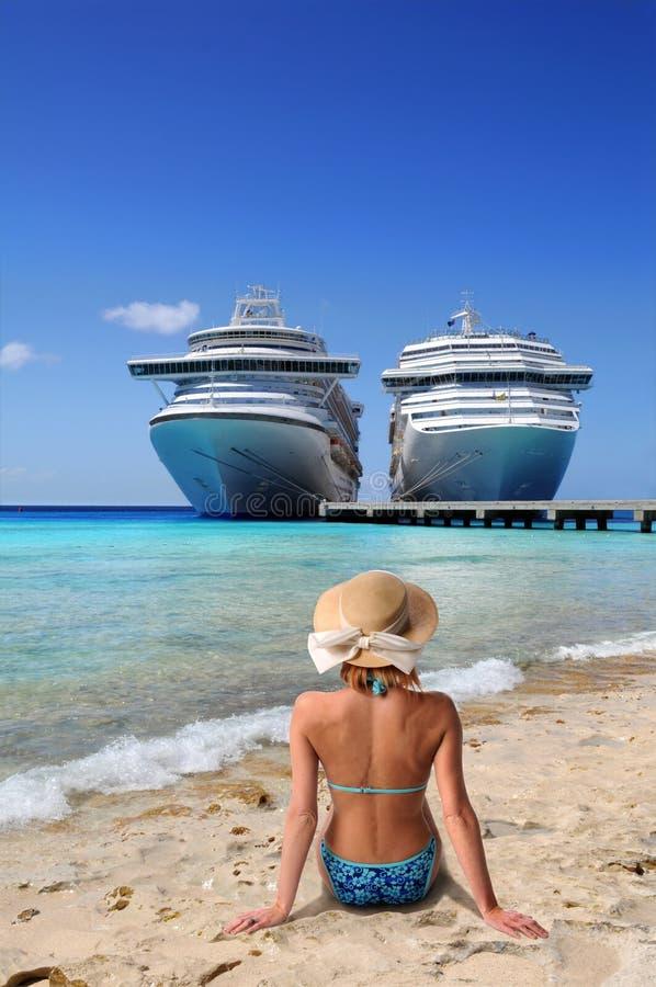 plażowa relaksująca kobieta obrazy royalty free