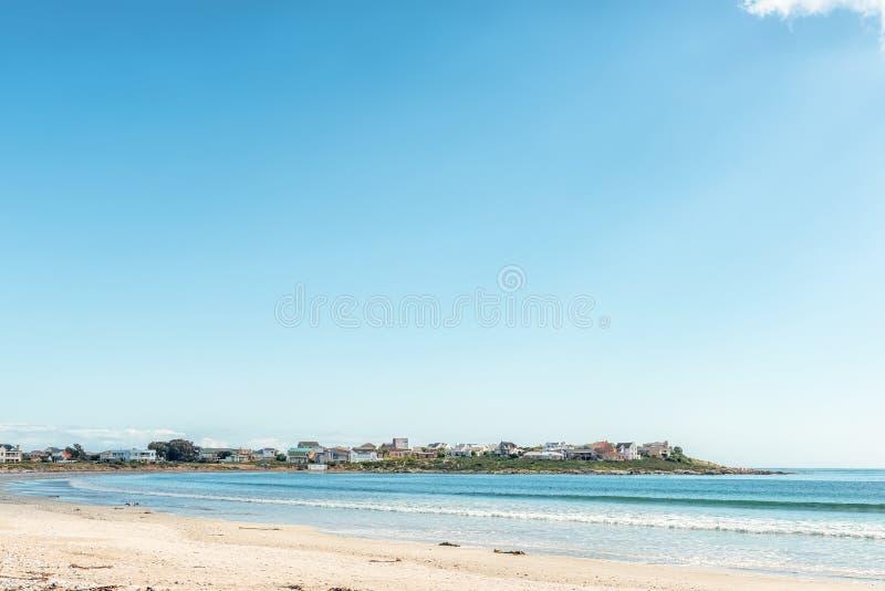 Plażowa scena w Britannia zatoce przy St Helena zatoką obrazy stock