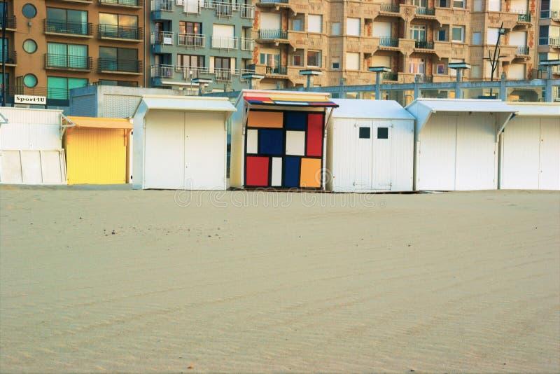 Pla?owe kabiny na piaskowatej pla?y zdjęcie stock