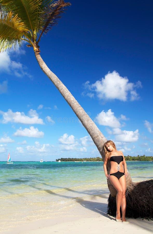 plażowego bikini tropikalna kobieta obrazy royalty free