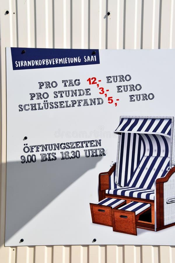 Plażowego krzesła wynajem podpisuje wewnątrz niemiec obraz stock