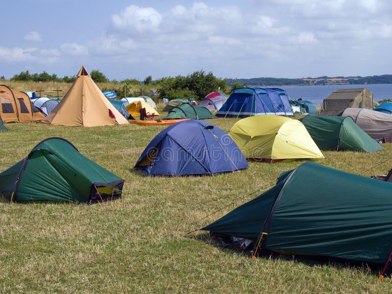 plażowego miasta kolorowi namioty obrazy royalty free