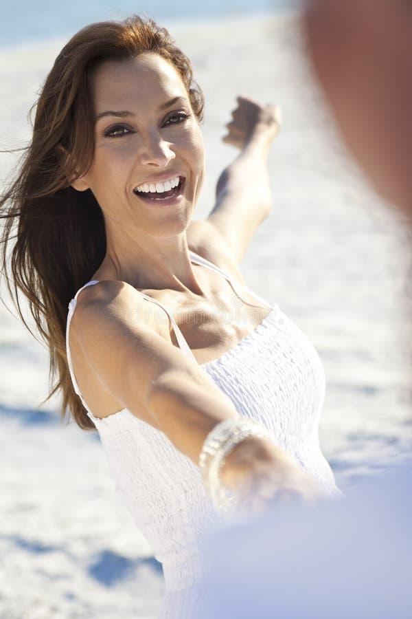 plażowego pary tana mężczyzna romantyczna kobieta fotografia stock