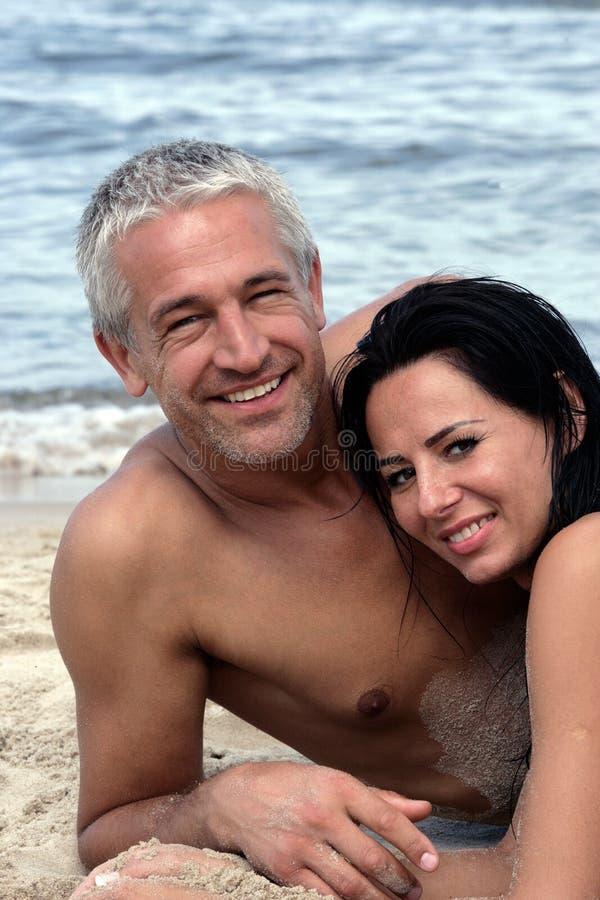 plażowej pary dojrzały target1501_0_ zdjęcia royalty free