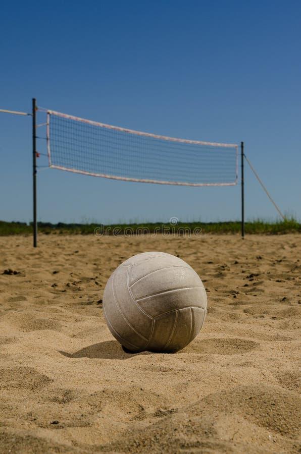 Plażowej siatkówki sąd na letnim dniu zdjęcia royalty free