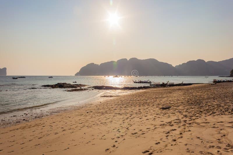 Download Plażowi ładunku świtu Horyzontu Statki Obraz Stock - Obraz złożonej z morze, ocean: 53778797