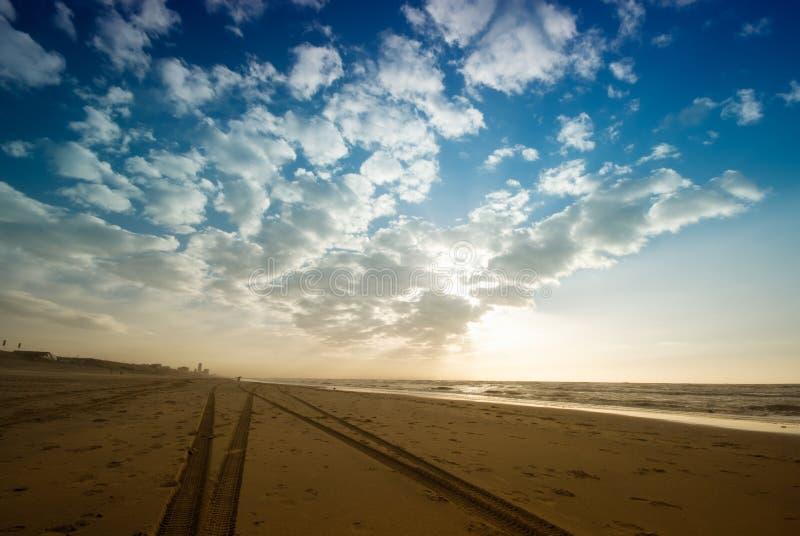 plażowi ślady opon. zdjęcia stock