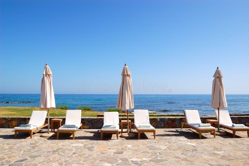 plażowi hotelowi luksusowi sunbeds fotografia stock