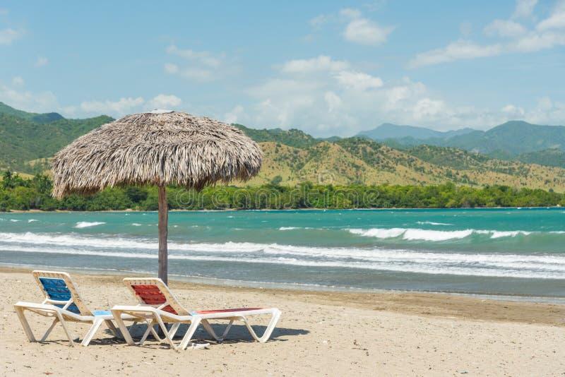 Plażowi parasole na morzu karaibskim zdjęcia stock