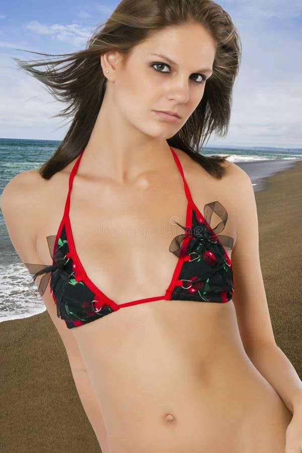 plażowi piękni brunetki kobiety potomstwa obraz stock