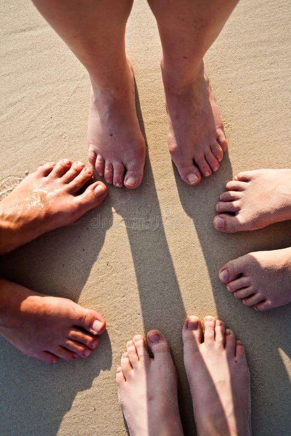 plażowi rodzinni cieki karać grzywną piasek obrazy royalty free