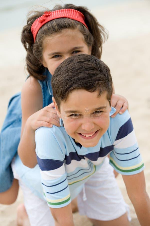 plażowi szczęśliwi dzieciaki zdjęcie stock