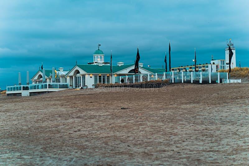 Plażowy dom przy plażą Noordwijk obraz royalty free