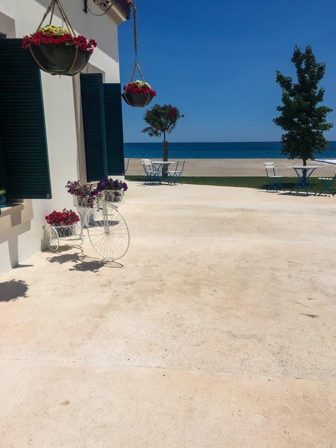 Plażowy dom z dennym widokiem zdjęcia stock