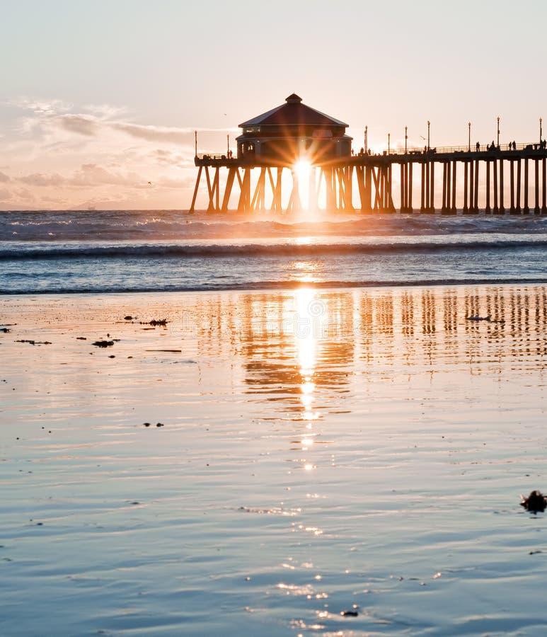 plażowy Huntington mola sunburst zdjęcie royalty free