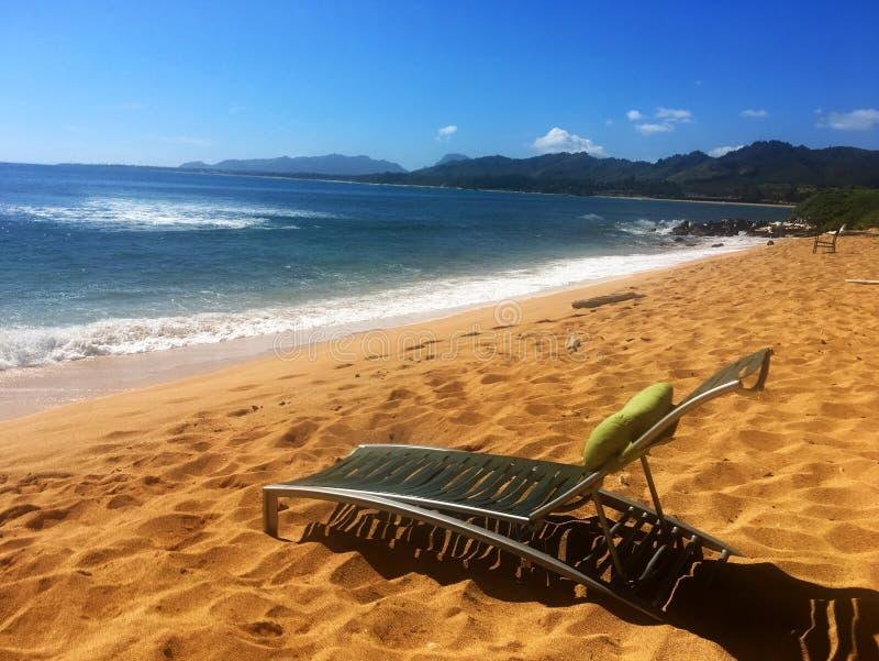 Plażowy krzesło na plaży w Kauai Hawaje obraz royalty free