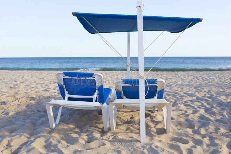 Plażowy krzesło z markizy strukturą dla sunshade obraz stock