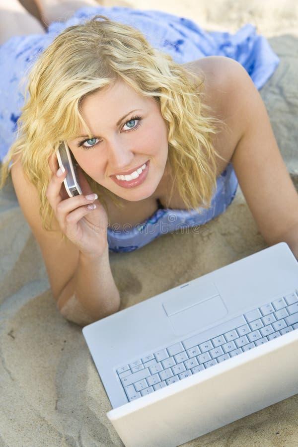 plażowy laptop obraz stock