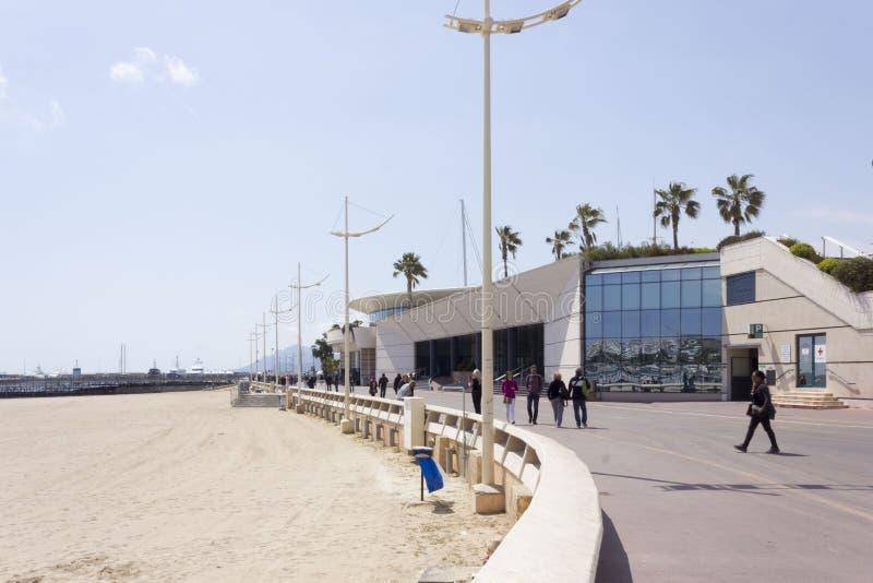 Plażowy obszycie Palais Du Festiwal w Cannes, Francja obrazy royalty free