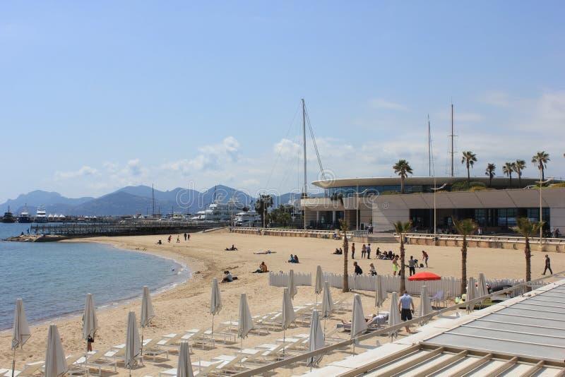 Plażowy obszycie Palais Du Festiwal w Cannes, Francja obrazy stock