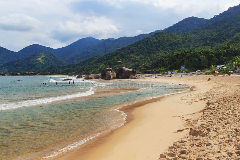 Plażowy Praia robi Cepilho, Trindade, Paraty zatoka, Brazylia obraz stock