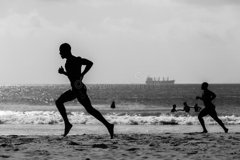 Plażowy ratowników Biegać Sylwetkowy obrazy stock