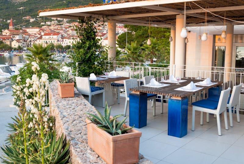 Plażowy restauracyjny Makarska Chorwacja obrazy stock