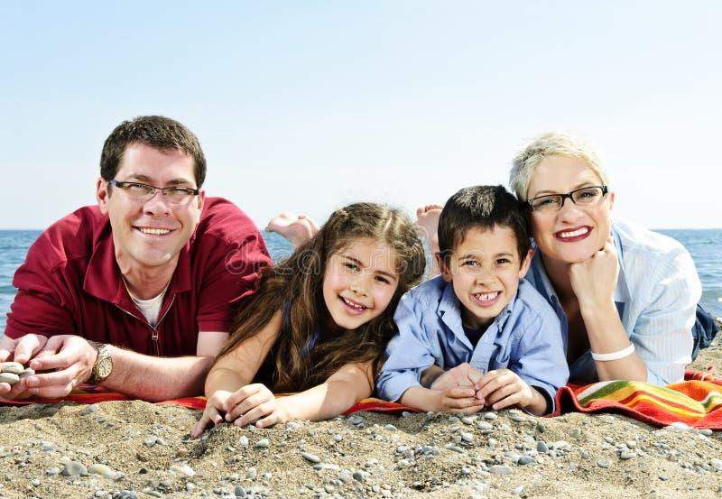plażowy rodzinny szczęśliwy zdjęcie stock