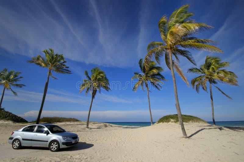 plażowy samochodowy nowożytny tropikalny obrazy royalty free