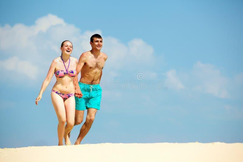Download Plaża dla dwa zdjęcie stock. Obraz złożonej z bonding - 28968154