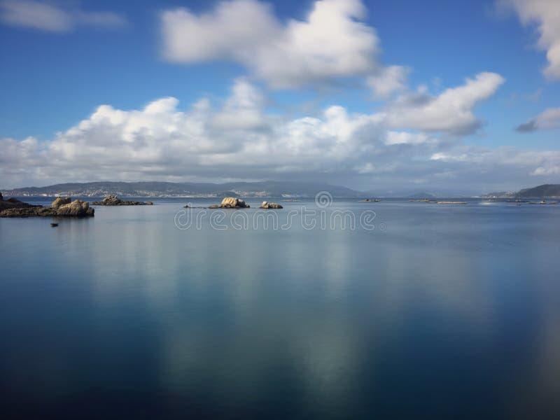 Pla?a i morze na Galicyjskim wybrze?u zdjęcia royalty free