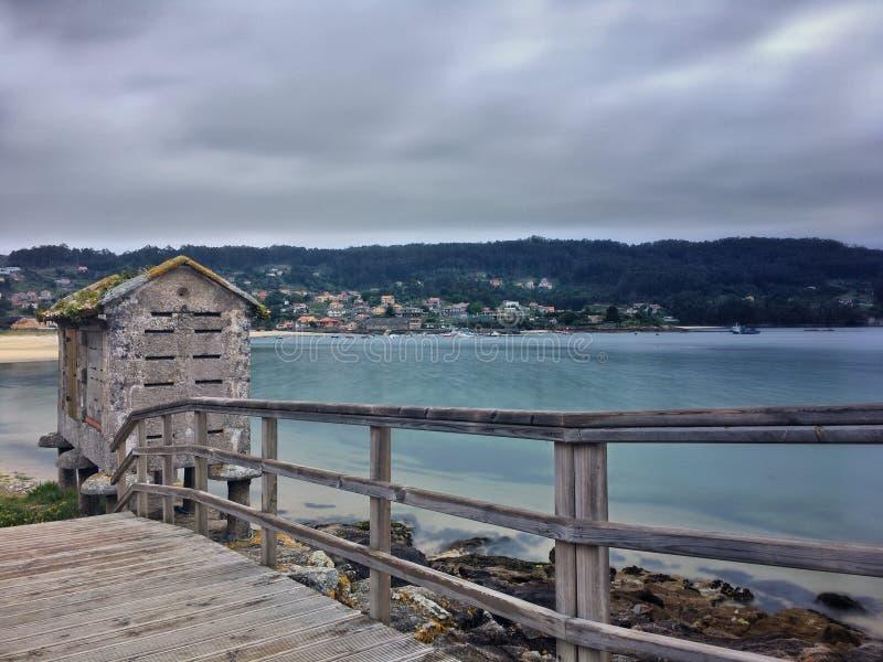 Pla?a i morze na Galicyjskim wybrze?u obrazy royalty free