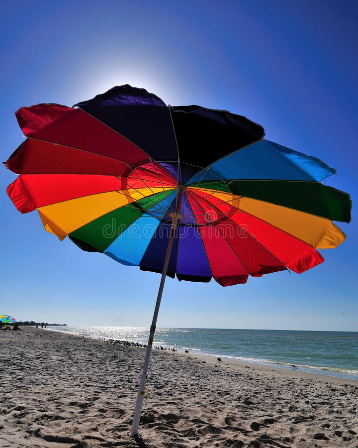Download Plażowy parasol zdjęcie stock. Obraz złożonej z osamotniony - 17636972