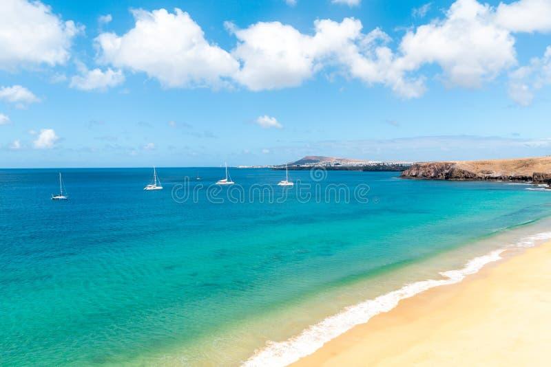 pla?owy pi?kny kanark?w Lanzarote panoramy morze tropikalny kanarki obrazy stock